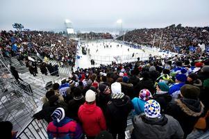 Utomhusmatchen vintern 2011 inför rekordpublik i Leksand slutade med att bortalaget Mora vann.