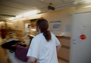 Resurserna inom vården och omrsorgen är för få för att möta upp de behov som finns, skriver Malin Ragnegård från Kommunal Bergslagen. Foto: TT