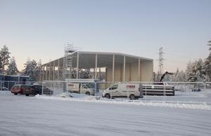Det pågår flera byggprojekt längs Terminalvägen, i närheten av hockeyrondellen byggs en padelhall som även kommer att inhysa en bilbesiktning.