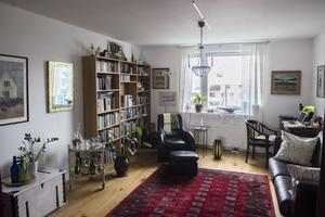 När paret får besök fungerar denna del av vardagsrummet som ett gästrum.