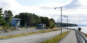 Nya vattenverket planeras i skogsdungen till vänster och ska ersätta nuvarande verksamhet i grå byggnaden.