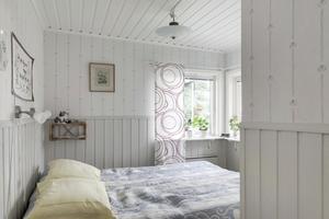 Ett av sovrummen. Foto: Svensk Fastighetsförmedling Kungsör
