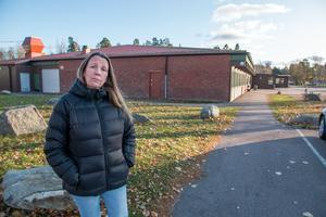 Merja Uitto säger att höstlovet är ett välkommet avbrott. Hon hoppas att dottern får en nystart utan hot och trakasserier på måndag.
