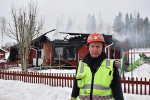 – Familjen och grannarna agerade föredömligt och såg också till att vi snabbt fick besked om att huset var utrymt, berättar rädningsledare Anders Nilsson.