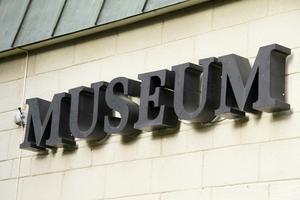 Flytten ur den gamla museibyggnaden var nödvändig, bland annat på grund av markradon, hävdar Owe Norberg.