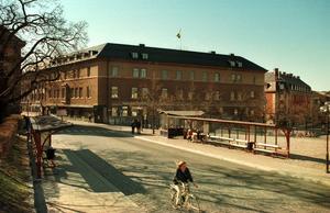 Centralpalatset vid Stora torget i Falun i april 1997. När bilden togs hade halva tiden mellan storkommunreformen 1974 och i dag gått. Foto: Ulf Palm/SCANPIX.