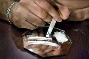 I den åtalade Borlängebons bostad hittades narkotika samt utrustning för att bruka och sälja narkotika, exempelvis ett så kallat snortrör, som kan användas för att sniffa kokain. OBS: Bilden är arrangerad. Bild: Claudio Bresciani / TT