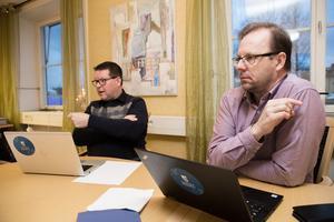 """Kommunalråden Leif Pettersson (S) och Håge Persson (M) kan i dag inte ge besked om när eller om sammanträdena med kommunens """"riksdag"""" kommer att sändas på webben."""