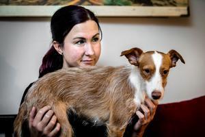 Utöver att adoptera hemlösa hundar från Spanien är Malin också  fadder åt en hund i Thailand på Soi dog foundation. Dessutom bidrar hon med en slant varje månad till den spanska organisationen SOS podenco rescue, varifrån hunden Myran är adopterad.