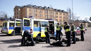 Polisens främsta uppgift är att skydda demokratin säger Robert Öhman.