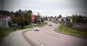 Olyckan skedde här, på riksväg 90 i höjd med OKQ8-macken utanför Kramfors centrum.