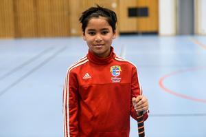 Ayas Mohammed, 11 år, spelar både fotboll, innebandy och basket.