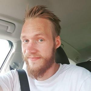 – Det var skönt att det gick bra. Nu slapp ju polisen använda spikmattorna , då vet man inte riktigt vad som hade kunnat hända, säger lastbilschauffören Daniel Johansson som hjälpte polisen vid en biljakt.