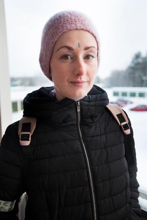 Erika Grahn trivs i Lugnvik och hon berättar att det brukar var lugnt i huset där hon bor.