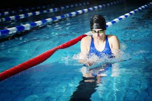 Linnéa tränar simning hela sex dagar i veckan.