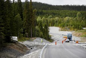 Den nya sträckningen av E14 vid Rännbergsbacken har tagits i bruk. Fortfarande kan det förekomma en del trafikstörningar under de kommande veckorna medan arbetet avslutas helt.