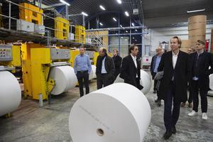 Representanter för Bonnier på besök i tidningstryckeriet i Falun i höstas.
