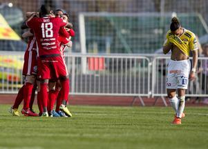 """Ronald Mukiibi bar Aljahi Geros tröja under matchen. Detta innan Gero hunnit debutera för klubben.  """"Jag var inte där, men jag var ändå delaktig för Ronald hade min tröja"""", sade Gero i en kommentar efter matchen. Alexander Jakobsen gjorde Falkenbergs enda mål i matchen."""
