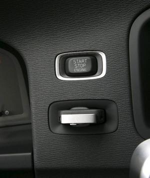 Volvo hänger på trenden och har en separat start/stopp-knapp på instrumentpanelen när motorn ska startas eller stängas av.