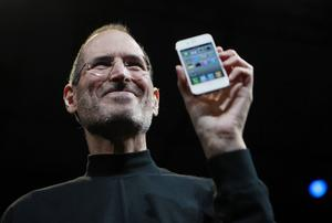 Steve Jobs är på något sätt symbolen för vår tid. Han och hans gelikar har kunnat göra enorma vinster på den nya informationsteknologin, vilket har lett till ökade inkomstklyftor i samhället. Steve Jobs dog 2011.   Paul Sakuma/AP/TT