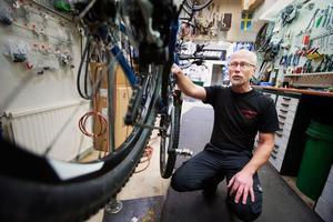 """Gert Johansson, cykelhandlare: """"En grundservice kostar 395 kronor. Pratar vi en halvering av momsen då blir det en 50-lapp billigare"""