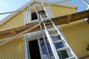 Kombinationen byggnadsställning och stege gör det lätt för tjuven.   Foto: Lars Pehrson/SvD/TT