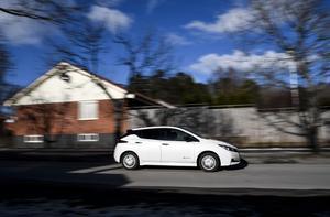 Laddinfrastrukturen längs vägnätet är i det närmaste obefintlig i många delar av landet, skriver insändarskribenterna. Foto: Foto: Pontus Lundahl / TT