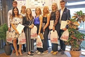 Gruppfoto på pristagarna i kategorin Årets unga ledare.