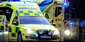 En person fick föras till sjukhus efter en arbetsplatsolycka under morgonen. Bilden är en temabild.