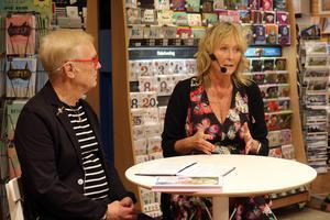 Bokhandlare Lennart Bergström på Vängåvans bokhandel intervjuar Pamela Andersson om hennes nya bok