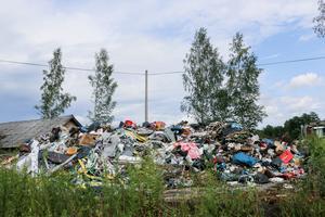En felaktig hög med avfall har skapat mycket oro i Röfors.