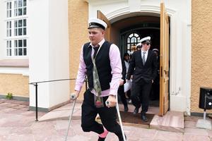 Och till slut fick de lämna kyrkan och officiellt lämna Älvdalens utbildningscentrum bakom sig.