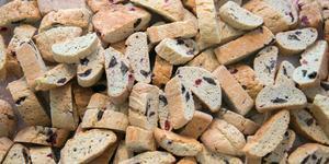 Biscotti i mängder. Det är inte ovanligt att 5 000 biscotti passerar Jenny Andersen Salomonssons ugn under en bakdag.