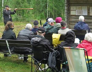 Förra årets fäboddag i Forsen blåstes in med näverlur av Lennart Backhans. Foto: Sven Gräfnings.