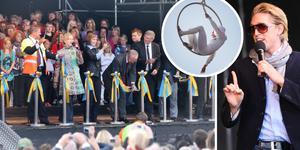 Bandklippning, cirkuskonster och flickidoler invigde nya väg 73 för exakt 10 år sedan i dag 26 september.