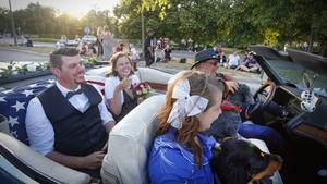 Ett av 20 nygifta under Summer Meet i fredags var Christer Strandberg och Elina Axelsson från Nyköping.Foto: Lennye Osbeck