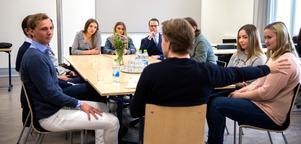 Eleverna presenterade sina idéer och Martin Lorentzon gav tips på hur de skulle gå vidare.