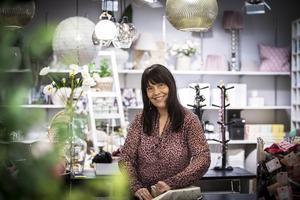 Carina Steggo Uddh har med hjälp av sin man Stefan Uddh startat inredningsbutiken Kardemumma i Ljusdal.