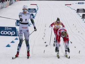Har du glömt Stina Nilsson? undrar skribenten. Bilden togs vid världscupen i Quebec i mars i år då Stina Nilsson spurtslog Therese Johaug.