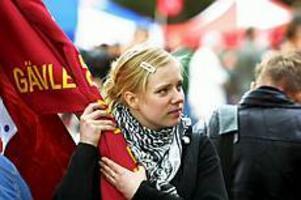 Foto:LASSE WIGERTDebut. 16-åriga SSU-ordföranden Lina Barke angrep Israel hårt i sitt tal.