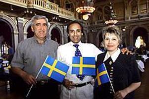 Foto: Nick Blackmon  Kalas. Aram Aghakhanyan, Ibrahim Mohamed firade sina svenska medborgarskap tillsammans med Assenka Assenova.