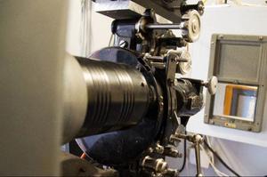 Under senare delen av 60-, 70- och 80-talen stod projektorn i Hoverberg nästintill oanvänd. Men till helgen kommer den att få gå för högvarv.