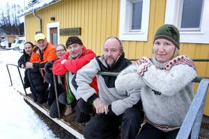 Här är gänget som bjuder in till julbord i Jorm, från vänster: Hans Lindenhöök, Bengt Blom, Anna Lindenhöök, Lars-Olov Olofsson, Ola Sundqvist och Elin Sundqvist.