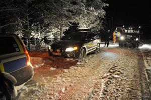 Polis, tull, räddningstjänst och ambulanser från både Sverige och Norge fanns på plats vid olycksplatsen, som ligger tre mil nordväst pm Idre, djupt inne i skogen.