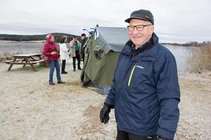 Ivar Josefsson och flera medlemmar i Föreningen Norden laddar för att fira att Finland fyller 100 år som självständig nation.