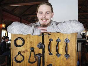Jon Gudmarsson har är lärling vid Hotchkiss smide och planerar att starta eget smidesföretag i framtiden.