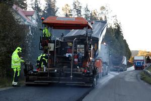 Genom centrala Nordingrå blir det en längre sträcka på några kilometer som beläggs med ny asfalt.