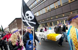 Tävlingen föregicks av en parad genom staden.