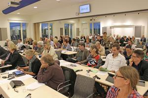 Fullmäktige sammanträder på Norrtälje sportcentrum.