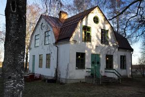 1924 byggdes missionshuset av församlingsmedlemmarna i Sätra by. Marken köptes för 250 kronor av Strömsbergs bruk.